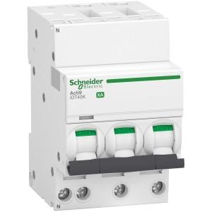 Disjoncteur 10A courbe C - 3P+N auto/vis - 4,5kA - Acti9 iDT40K XA SCHNEIDER