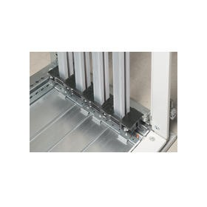 Support isolant VX³ entraxe 75mm pour barre aluminium en C décalée en gaine à câbles profondeur 975mm LEGRAND